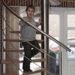 Escalier suspendu en colimaçon